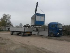 Verladen der Container in Deutschland.